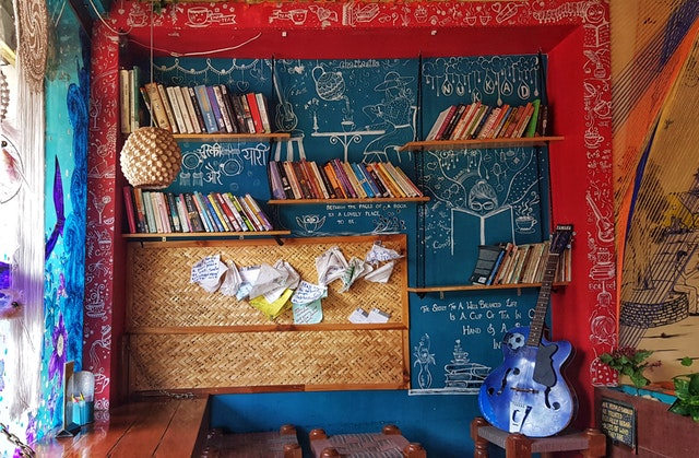 How to decorate with books- Boho Vibe